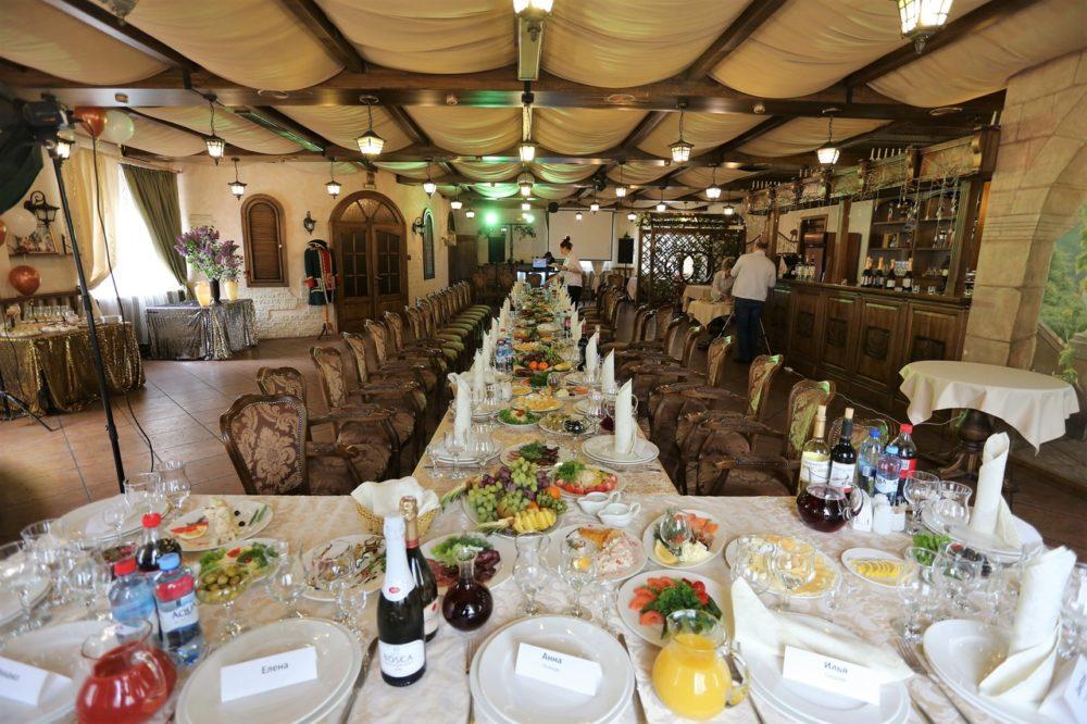 Приглашение гостей и выбор алкоголя на юбилей