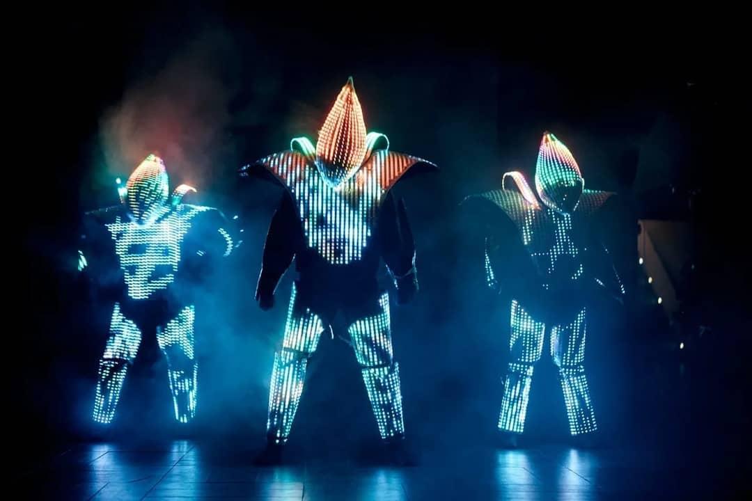 Шоу светодиодных роботов